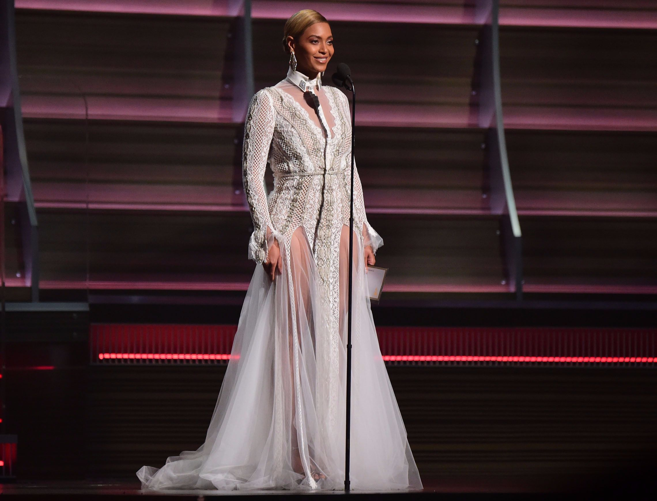 That Time Beyonce Wore an Israeli Wedding Gown to the Grammys – The ...