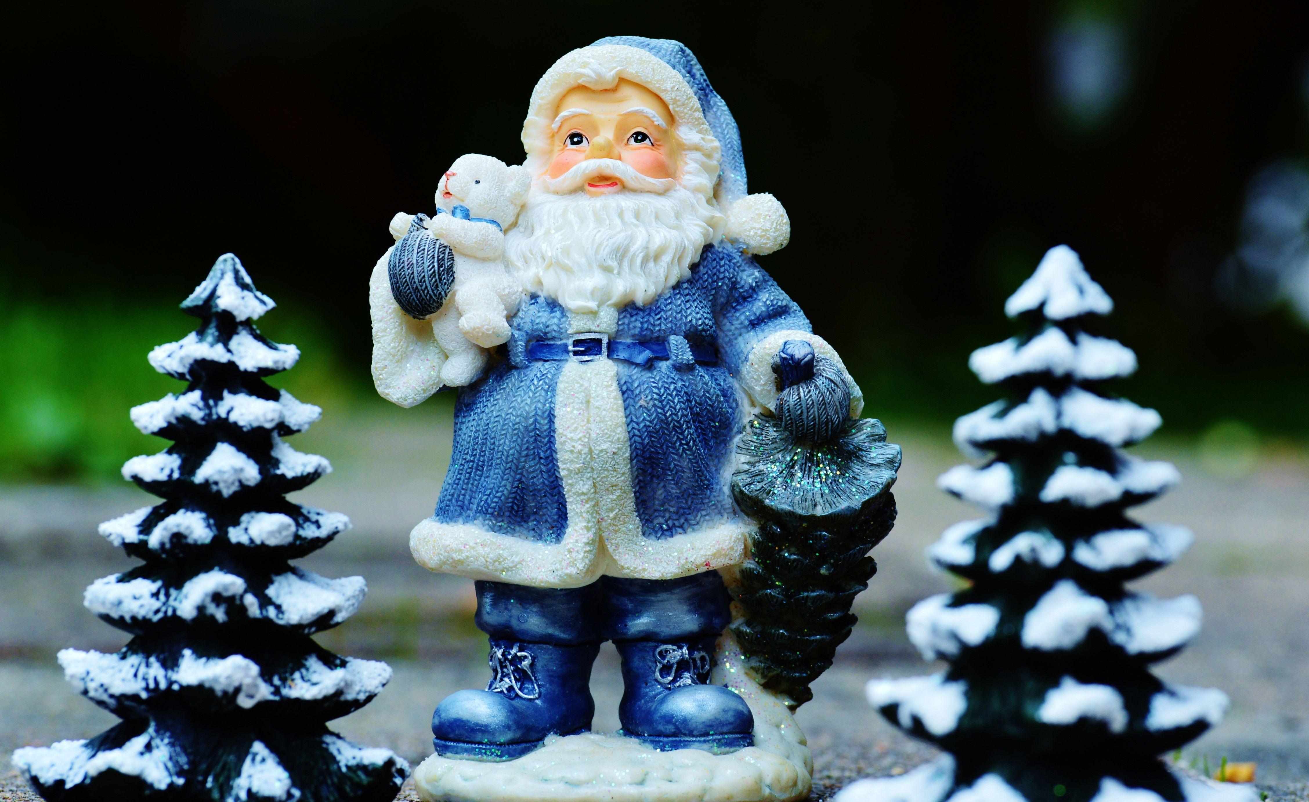 The Secrets of a Jewish Santa – The Forward