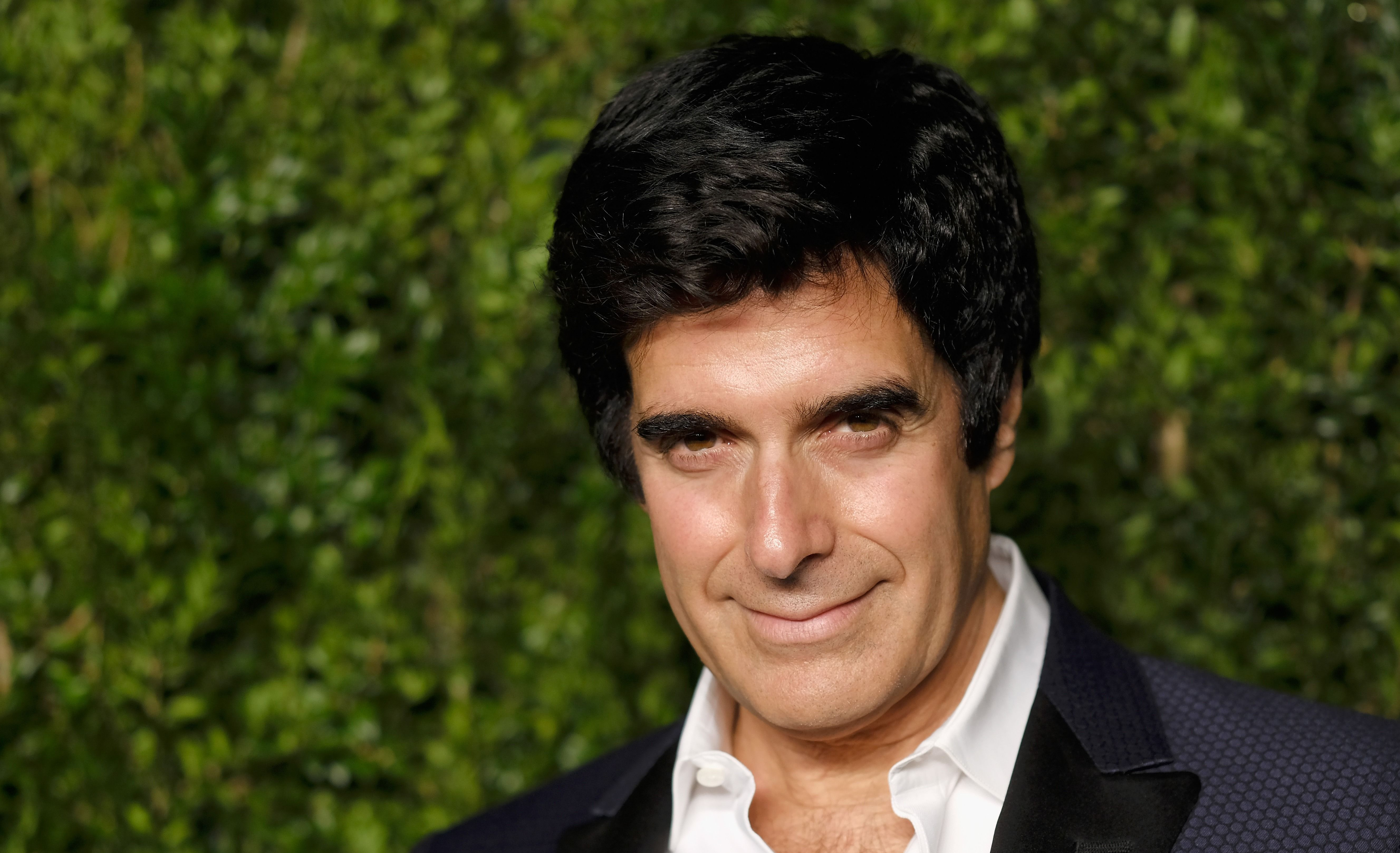 Magician David Copperfield Forced To Reveal Signature Trick In 400k