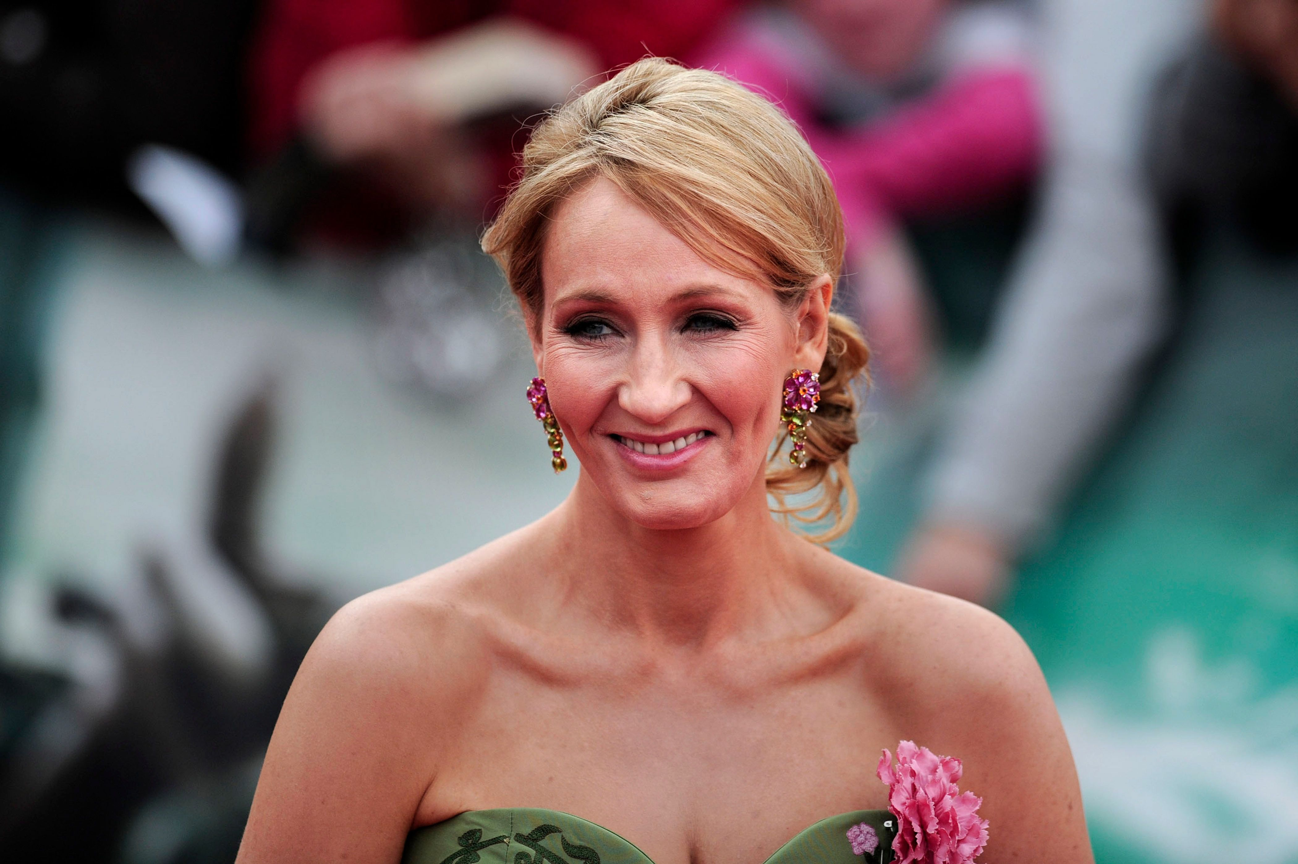 Jk Rowling Has Been Roasting Alt Right Trolls And Its Glorious