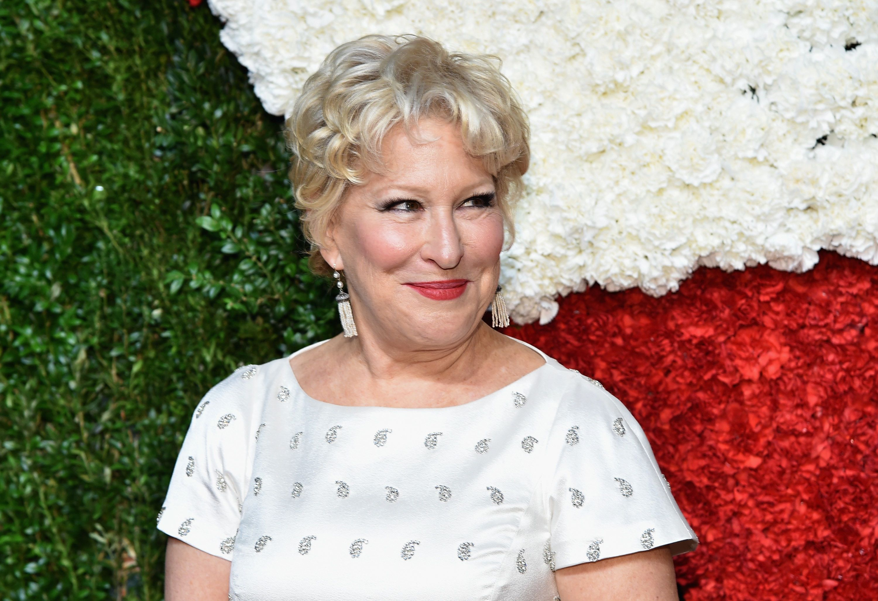 Watch Bette Midler's love life advice to Jennifer Aniston video