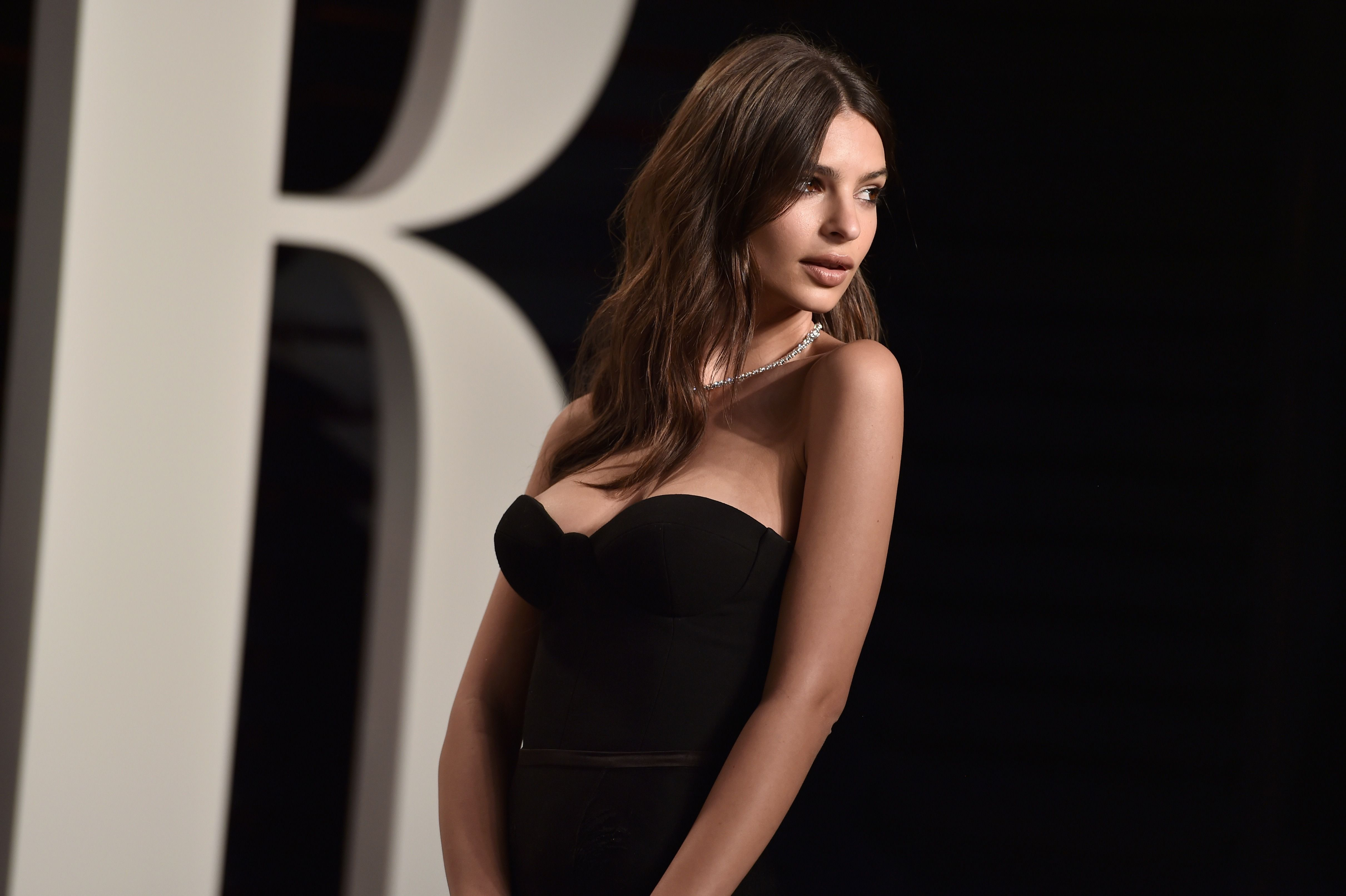 Early Days Of Emily Ratajkowski Captured In Very NSFW Polaroid Series recommendations