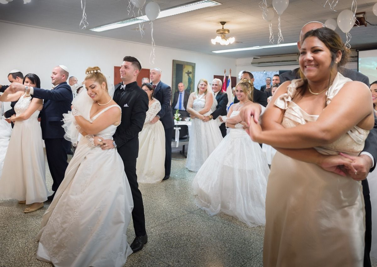 A 16-Couple Cuban Jewish Wedding, And 5 Other Happy News Stories From This Jewish Week