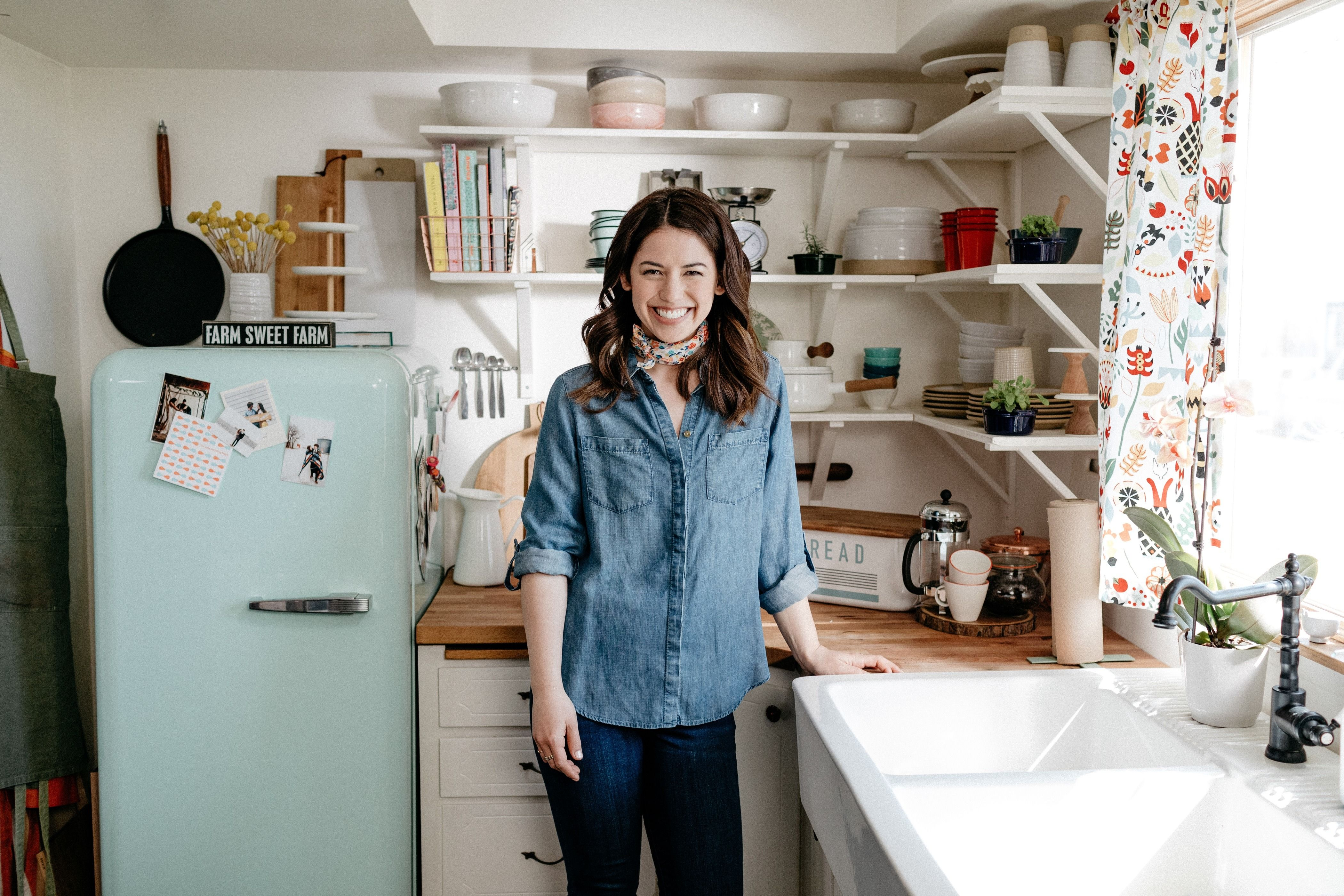Molly Yeh Scores New Food Network Show – The Forward