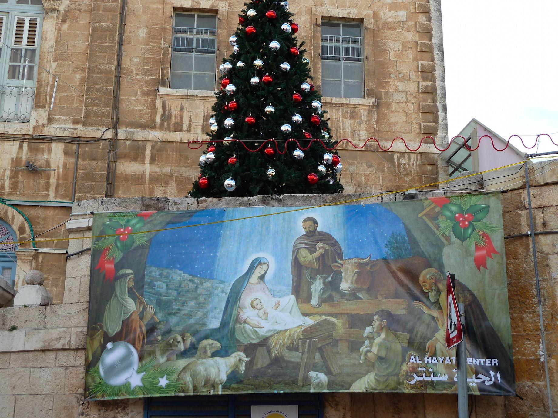 Christmas Trees in Jerusalem Hotel Lobbies Break Jewish Law, Say ...