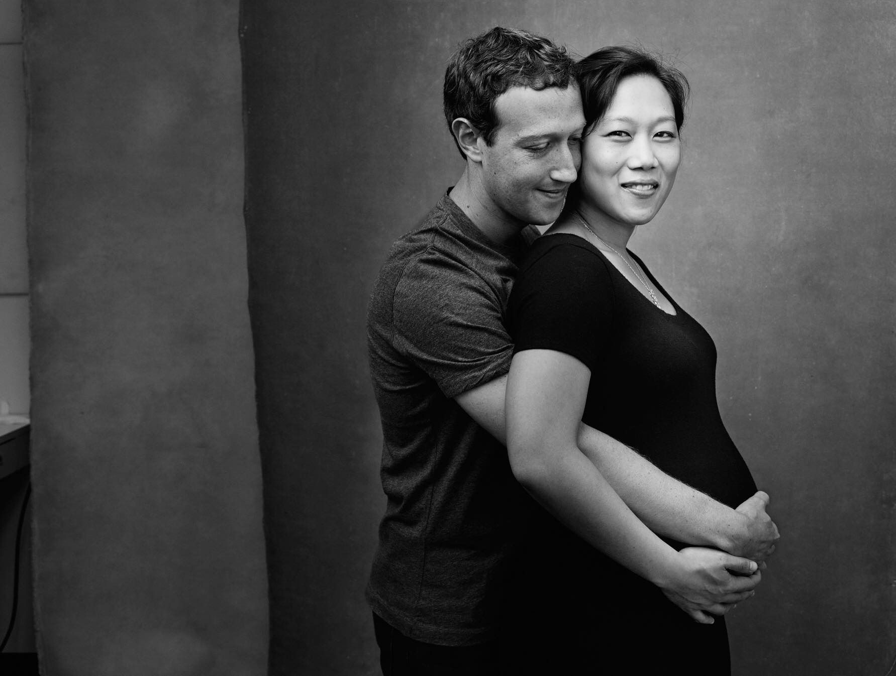 Mark zuckerberg shares adorable annie leibovitz photo of pregnant